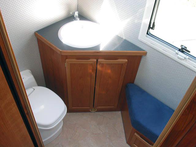 badezimmer wohnmobil raum und m beldesign inspiration. Black Bedroom Furniture Sets. Home Design Ideas